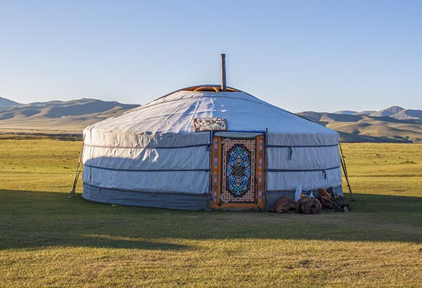 Mongolie la yourte mongole traditionnelle ger des for Meuble yourte